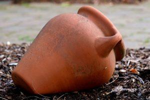 An amphora.