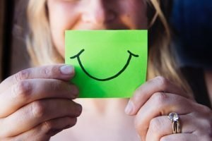 The smile on a post-it can reduce stress when moving