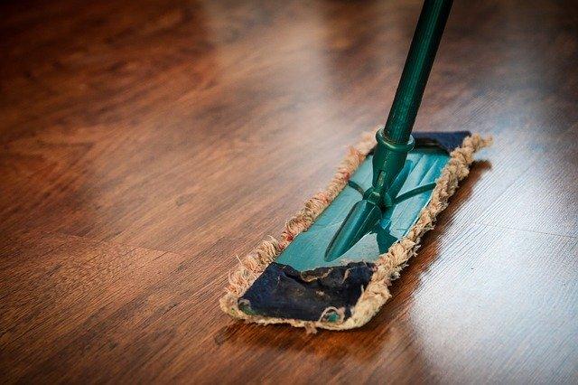 Floor mop on laminate